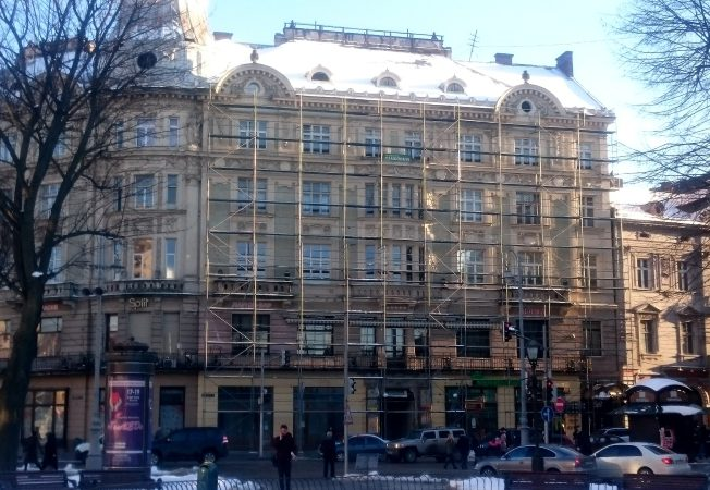 Five-story building on the square. Mickiewicz, 6/7, m. Lviv, 2018