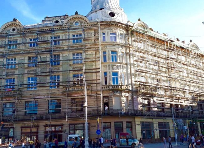 Five-story building on the square. Mickiewicz 6/7 – Lviv – 2018
